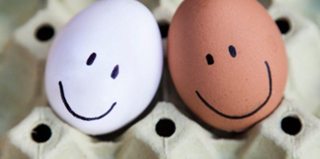 Un employé heureux est la clé de la satisfaction client.