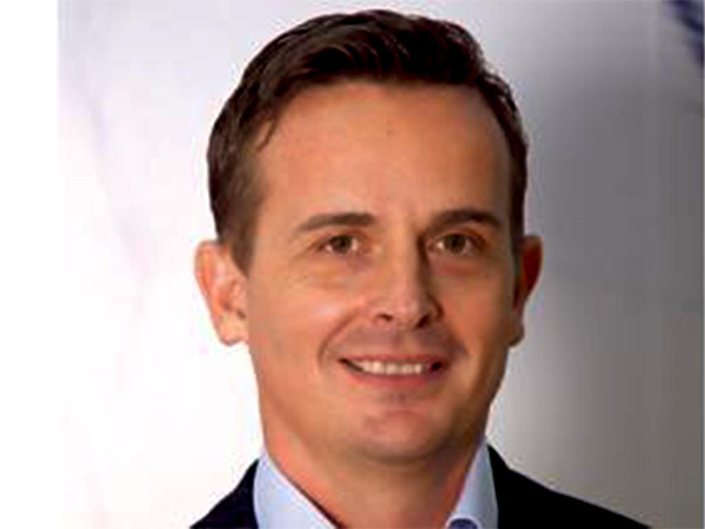 Paul Bunting est venu signer un accord avec la SMEDA pour le developpement des PME.