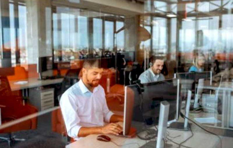 Maurice conclut constamment des accords en vue de promouvoir des TIC sur son sol. La cybertour, en est un exemple et favorisera l'enseignent dans ce domaine.