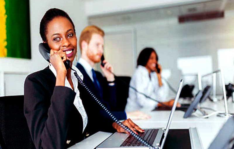 Un service client proactif est avantageux pour les firmes afin de satisfaire leur clientèle en anticipant leurs besoins et en y répondant efficacement
