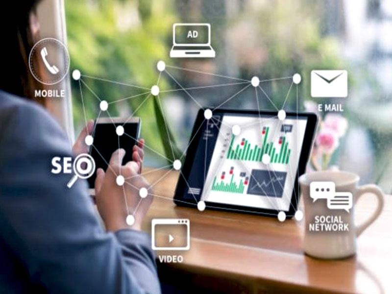 Développer une entreprise implique, miser sur les réseaux sociaux, mais aussi sur un site Web, l'e-mailing et la relation client en tant que stratégies.