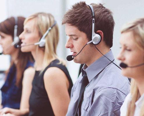 Une hotline est une plateforme d'aide téléphonique qui permet de donner des informations précises aux appelants.