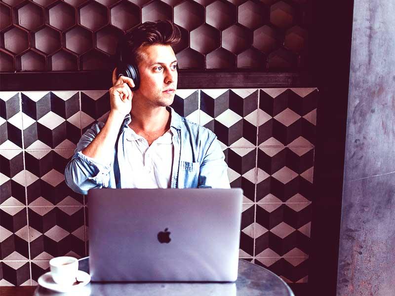 Nombre sont les centres d'appels qui ont opté pour le télétravail. Mais, avec le confinement la frustration parmi les agents devient de plus en plus palpable. Ainsi c'est le rôle des superviseurs de motiver l'equipe.