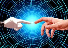 Les technologies de la relation client sont de plus en plus prisées par les entreprises. Voici un petit aperçu des enjeux de la collaboration entre l'humain et la robotique.